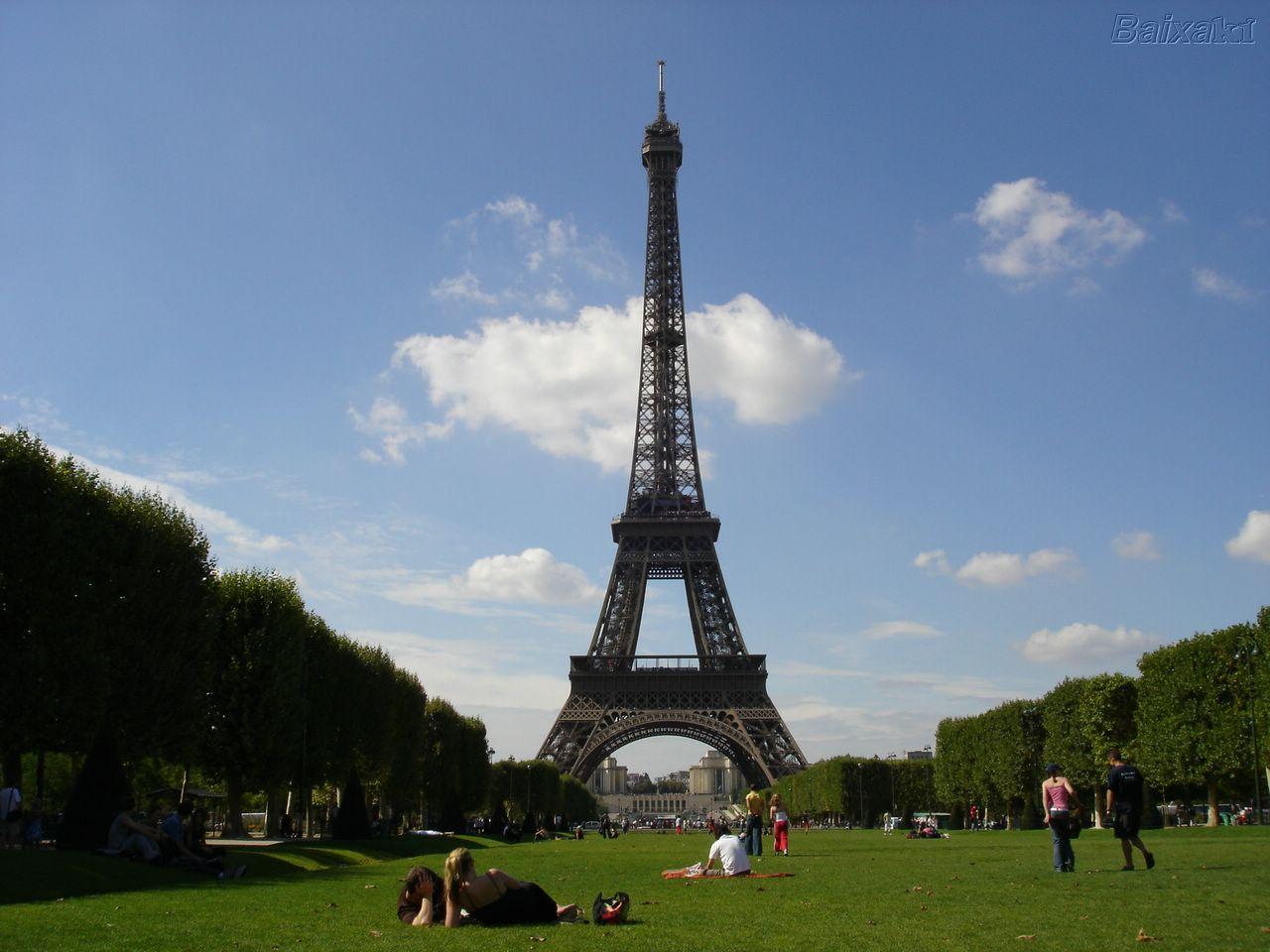 La torre eiffel un lugar tur stico de par s for Cuando se construyo la torre eiffel